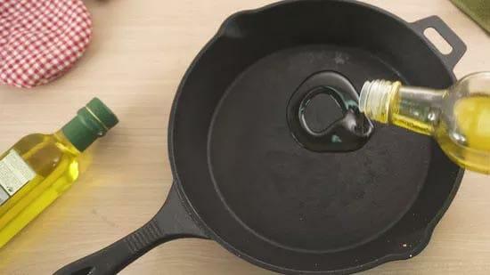 best oil to season cast iron skillet